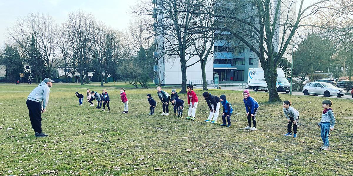 Trainingsgruppe im Park